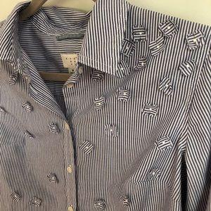 Button Up Dress Shirt w/ adorable flower details!